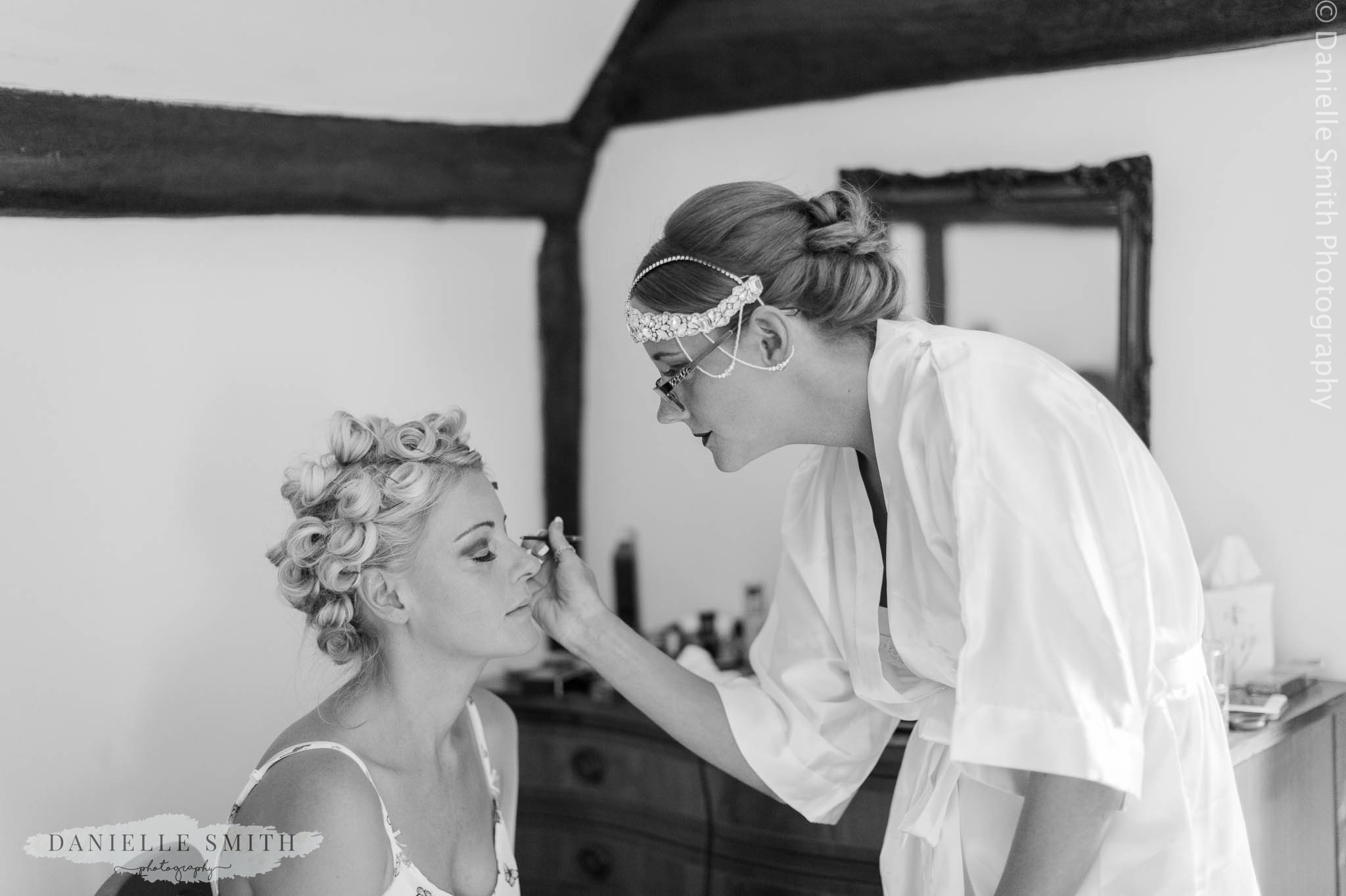 bride doing sisters make up