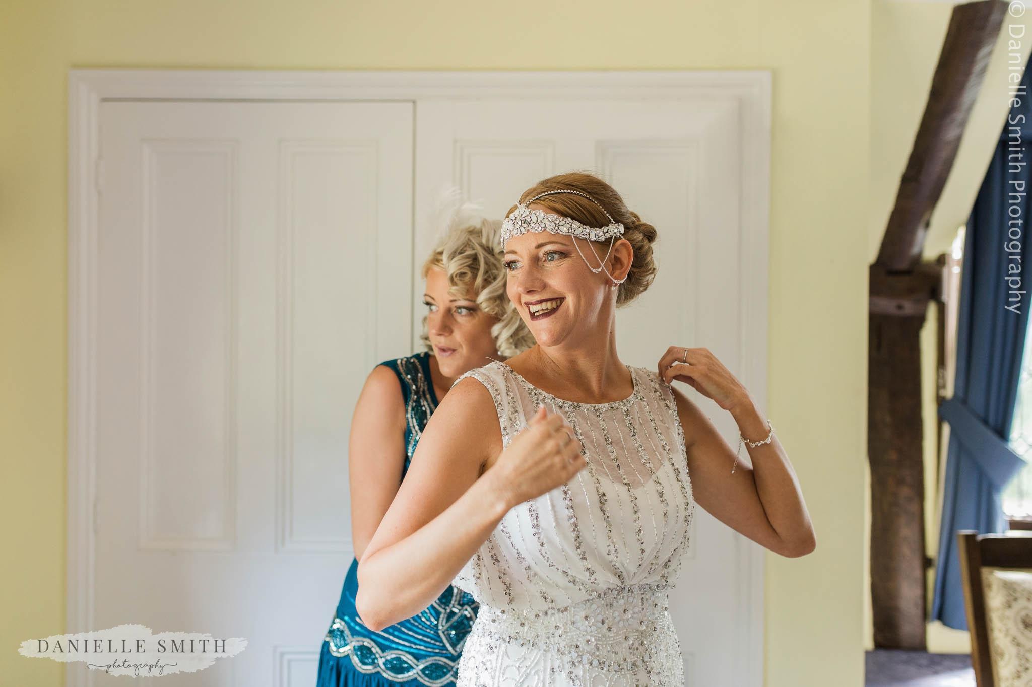 gatsby style bride getting ready
