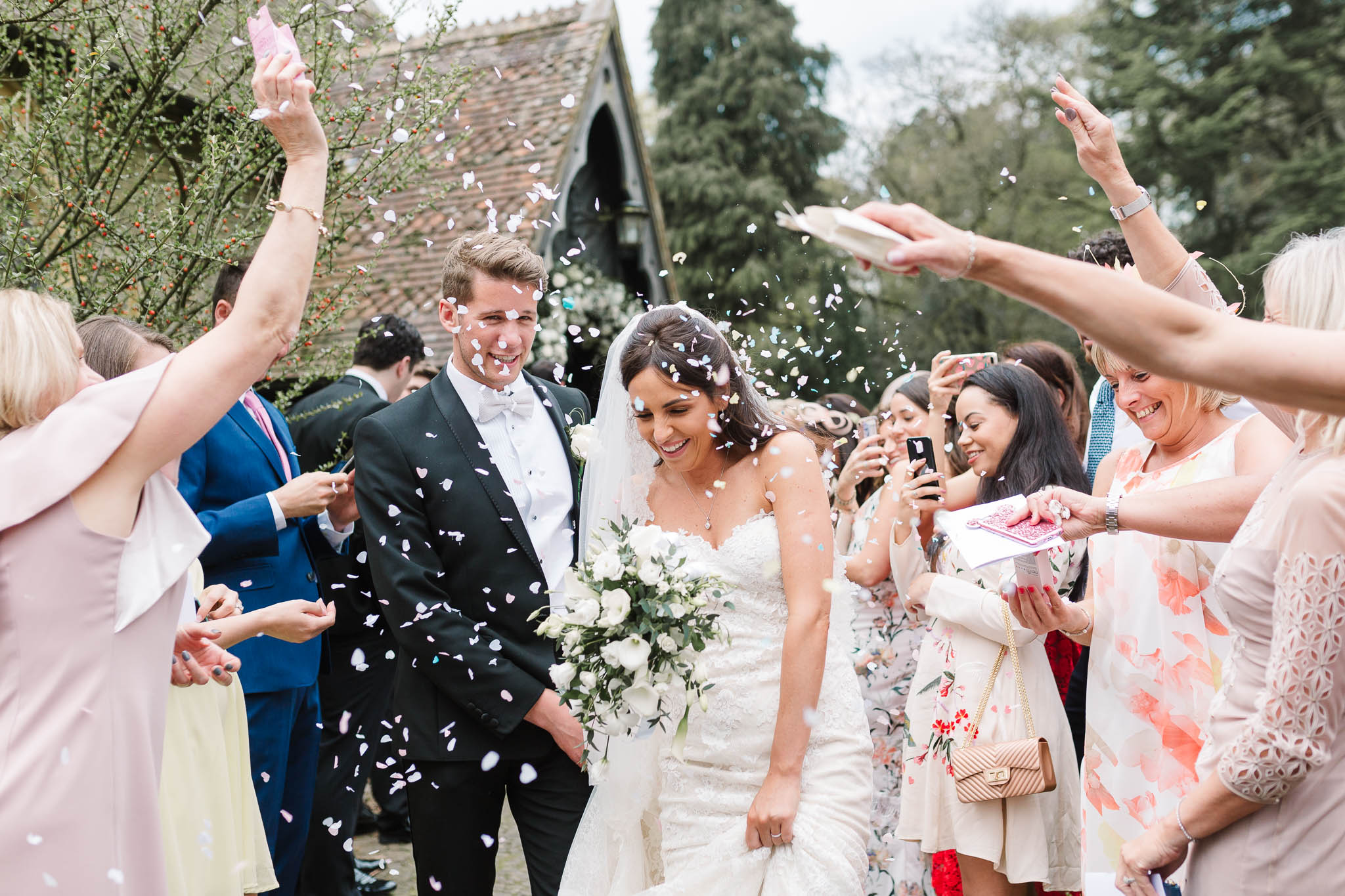 confetti photo - elegant and stylish wedding