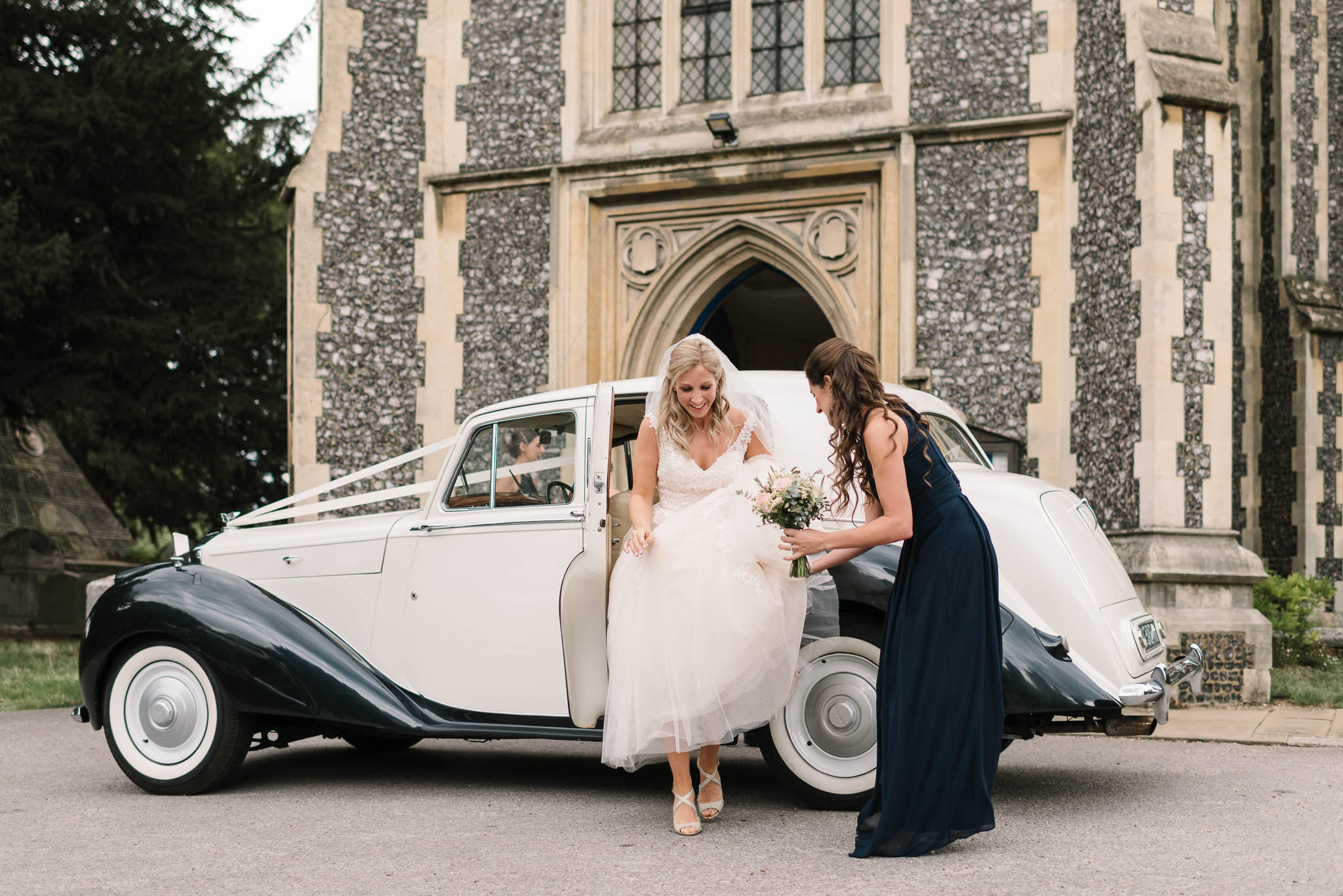 bride arriving at the church - elegant london wedding