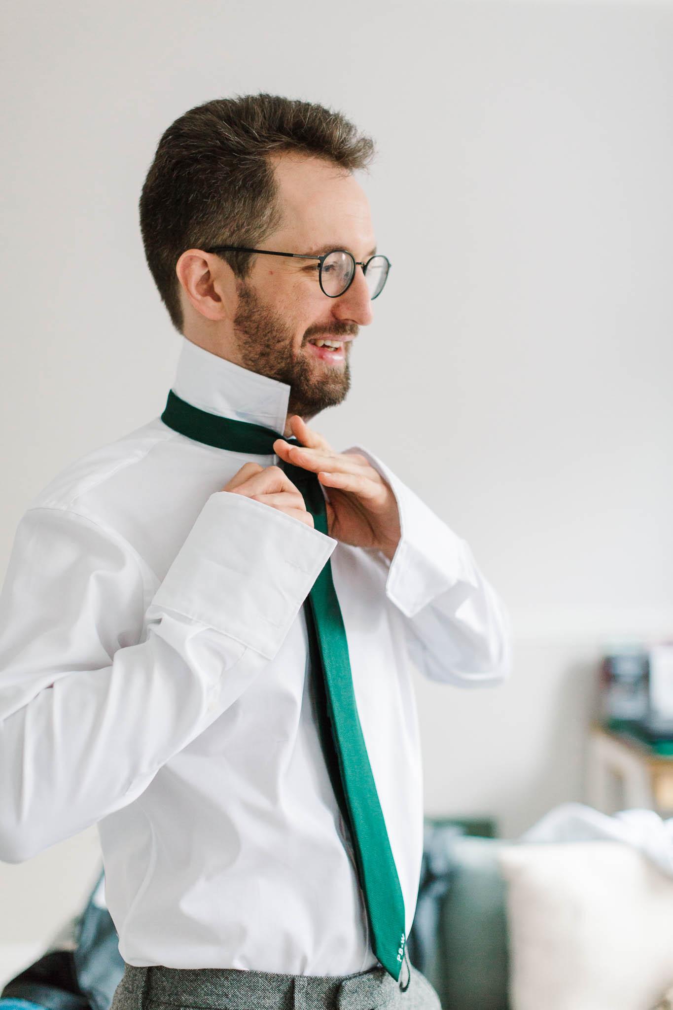 groom doing his tie up
