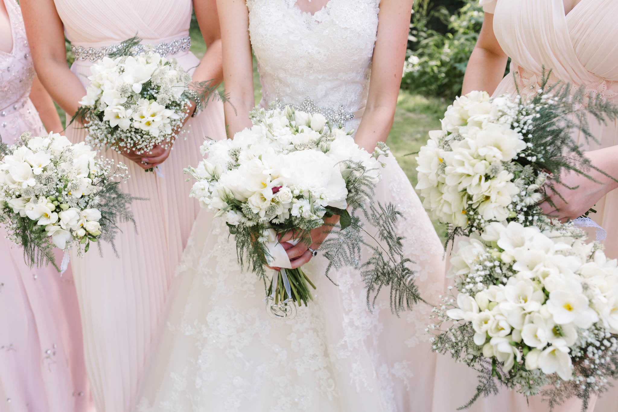 white wedding bouquets for vintage style wedding