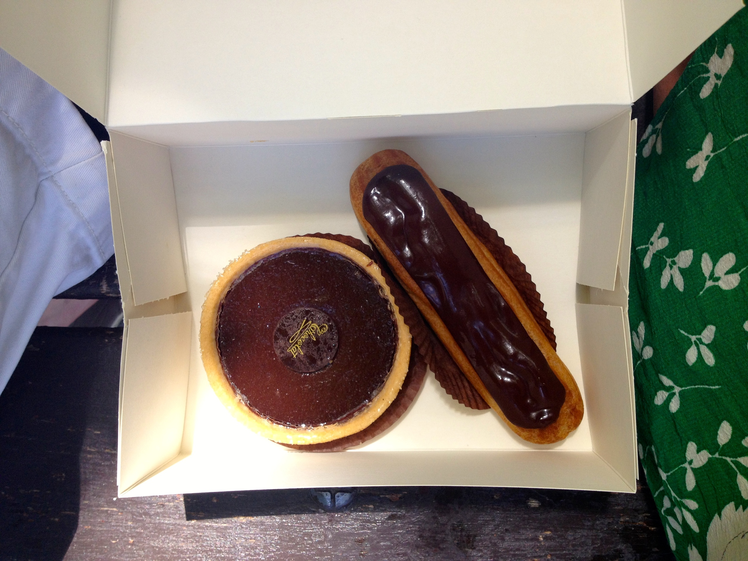 In case it's not clear, I like chocolate. Here we have a tarte au chocolat + éclair. Miam miam!