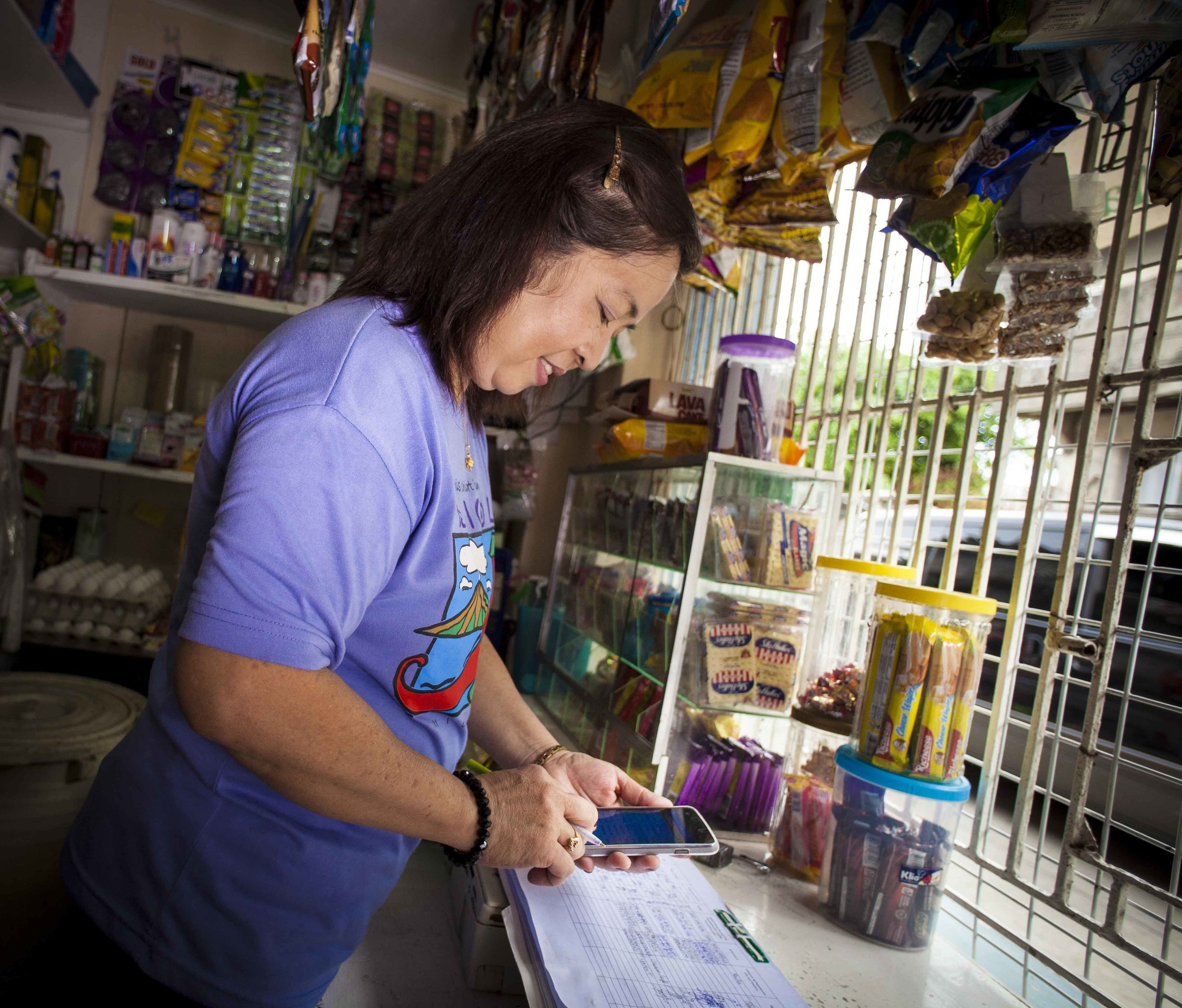 A Nanay in her shop. Photo: Qualcomm® Wireless Reach™