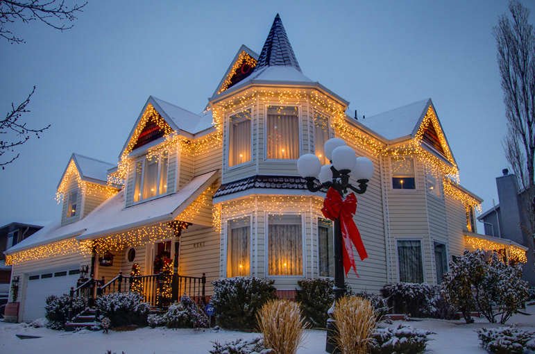 54725-Beautiful-Home-Decorated-For-Christmas.jpg
