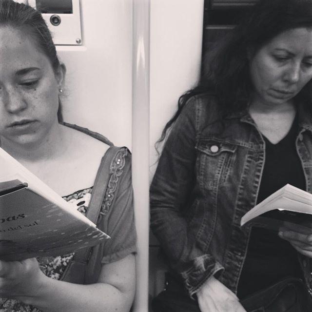 """El camino del sol"" Lisa Kleipas ""Adiós, muñeca"" Raymond Chandler  #mujeresqueleen #gentefeliz #gentequelee #bookstagram #instabook #instaproject #nice #phorography #art #culture #travlegram #library #love #streetart #peoplescreatives #readers #creativity #beauty"