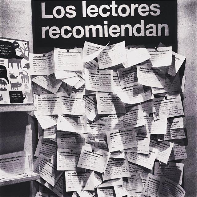 """En La central de Callao los lectores recomiendan: """"El refugio del viento"""" George R.R Martin. """"La amiga estupenda"""" Elena Ferrante. """"La legendaria rebelión de los fumadores"""" Julio Fuertes. """"Los hijos de los días"""" Eduardo Galeano. """"Un hombre detrás de la lluvia"""" Luis Quiñones. """"En la orilla"""" Rafael Chirbes.  #lacentral #callao #madrid #madridmemola #instabook #instagood #instagram #instalent #libros #lectores #readers #paperisnotdead #instagramers #igspain #blackandwhite #love #picoftheday #photography #project #artwork #streetart #streetstyle #queleer #sitiosmadrid #beauty #nice #cool #yoleo #letras #travelgram"""