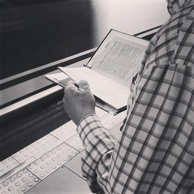 """La lengua y la palabra"" Real academia española.  #bookstagram #instabook #beauty #nice #instadaily #instagood #leamonos #lectoredemetro #lectoresinfinitos #love #gentefeliz #gentequelee #palabrasyletras #lenguaespañola #madrid #madridmemola #reading #coolproject #palabras #blackandwhite #photography #streetart #people #subway #blackandwhite #art #culture #project #yoleo #leer #nice #beauty #thepicoftheday"