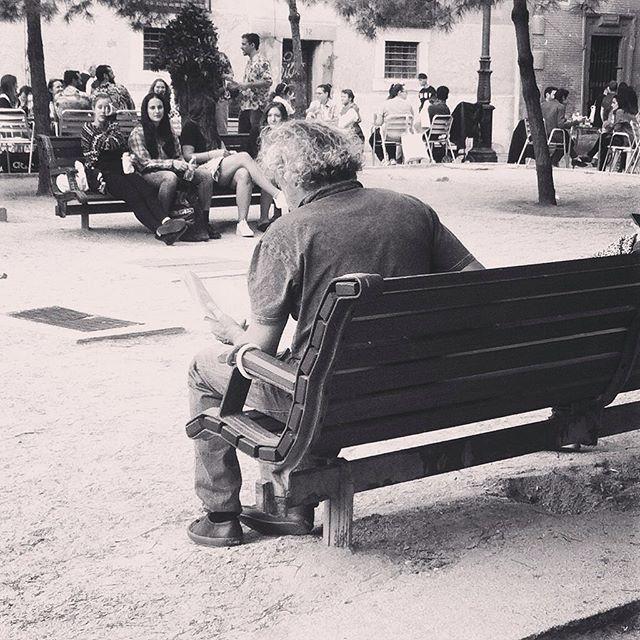 """""""Cuentos de calleja"""" Saturnino Calleja.  #condeduque #market #madrid #magazine #malasaña #style #streetstyle #creatividad #instamood #cool #instagood #project #fotografia #barrio #blancoynegro #comedia #cuentos #libros #bookstagram #booklover #leer"""