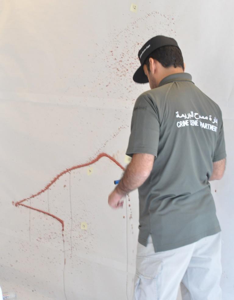 team analyzing bloodstain scene_b.JPG