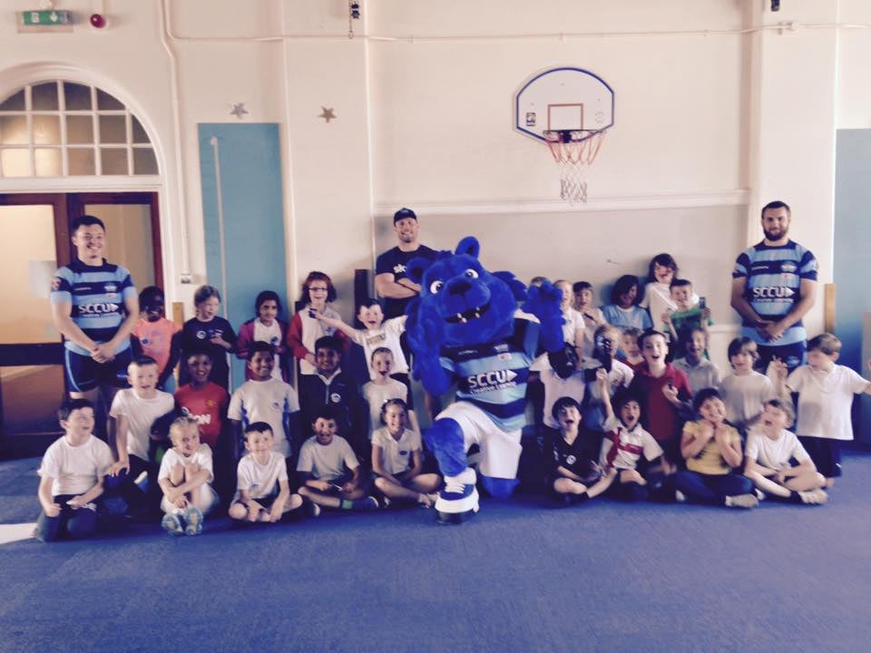 Coventry Bears Community Team with Pupils of Hearsall Primary School