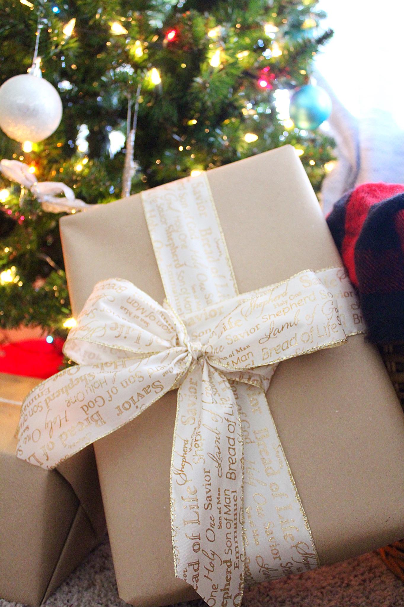 christmas-gift-wrap-diy-ideas.jpg