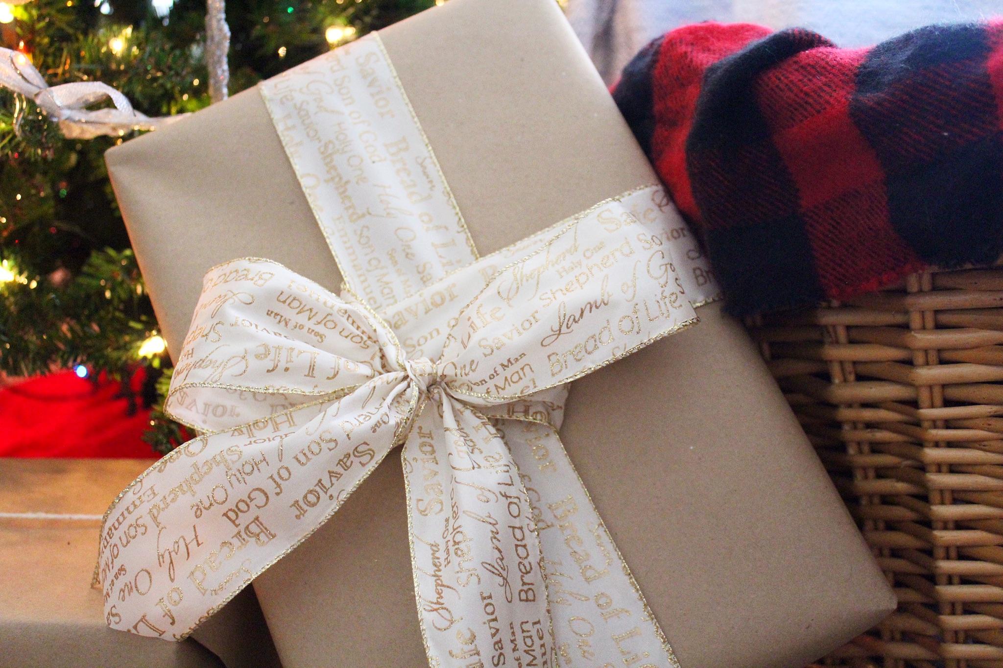 big-bow-christmas-wrap.jpg