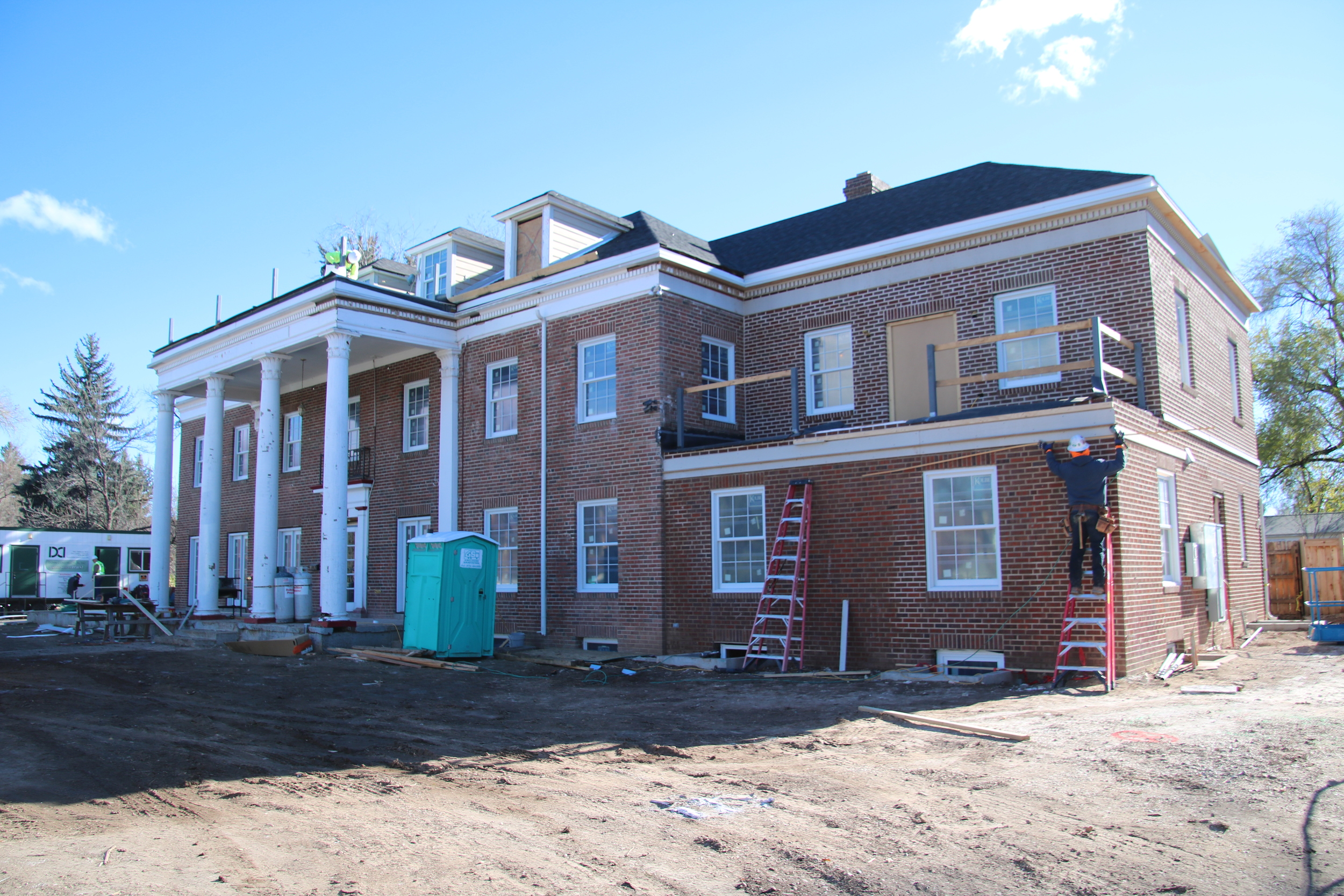 2015-11-18 new windows trim front of house.JPG