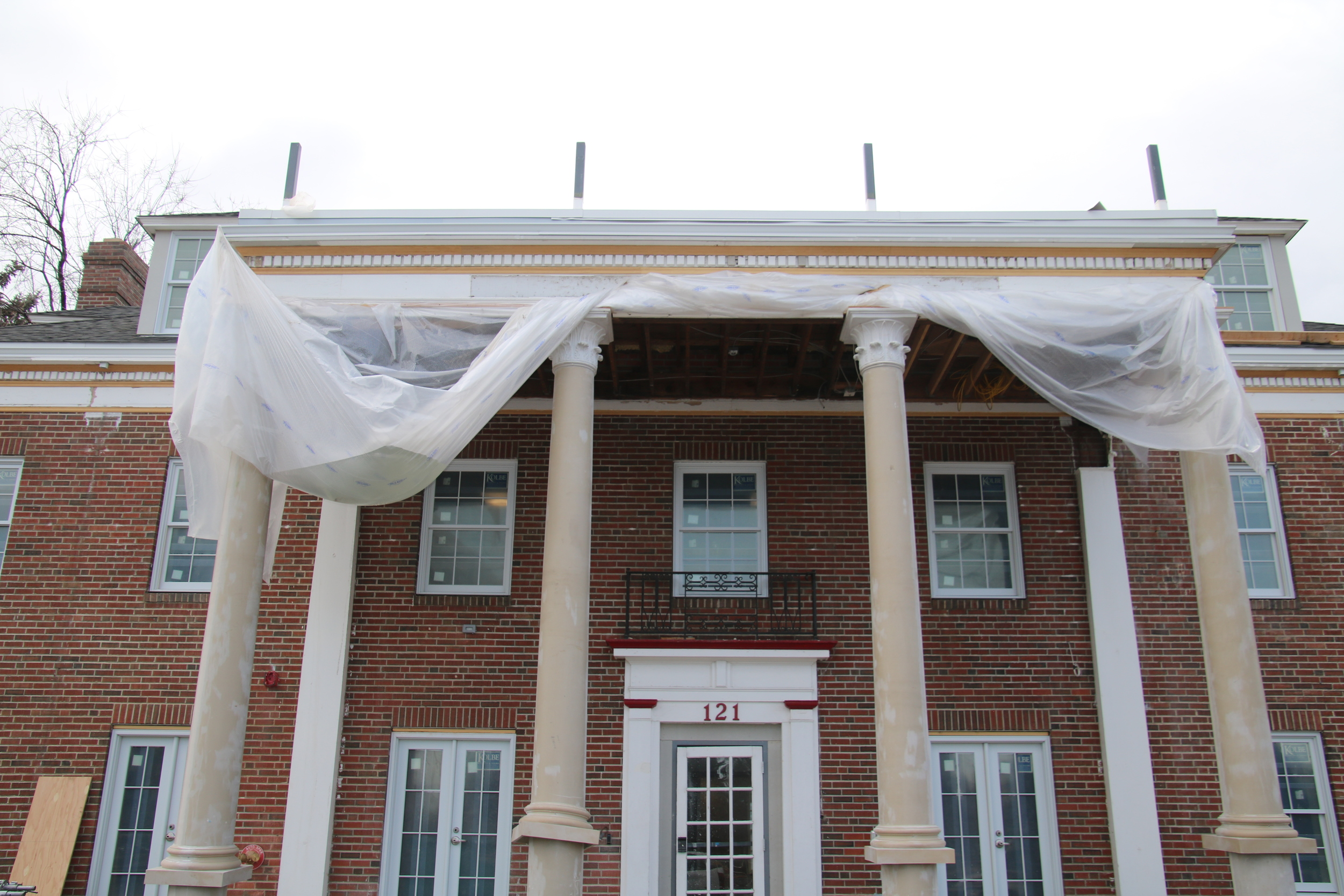 2016-02-15 work on columns and portico.JPG
