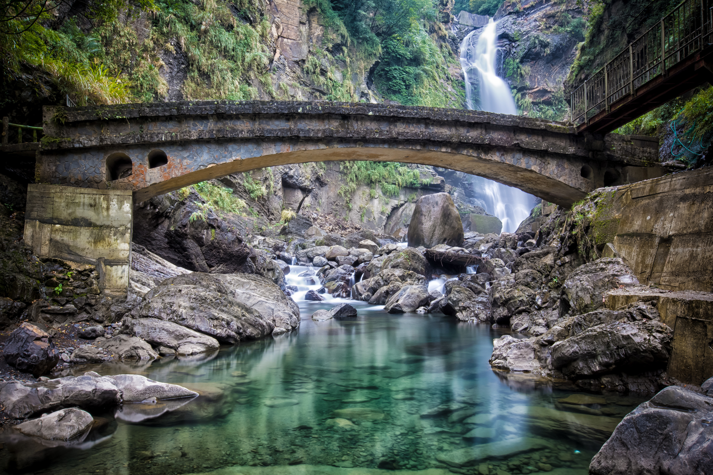 - Under the viewing bridge at the base of Xiao Wulai