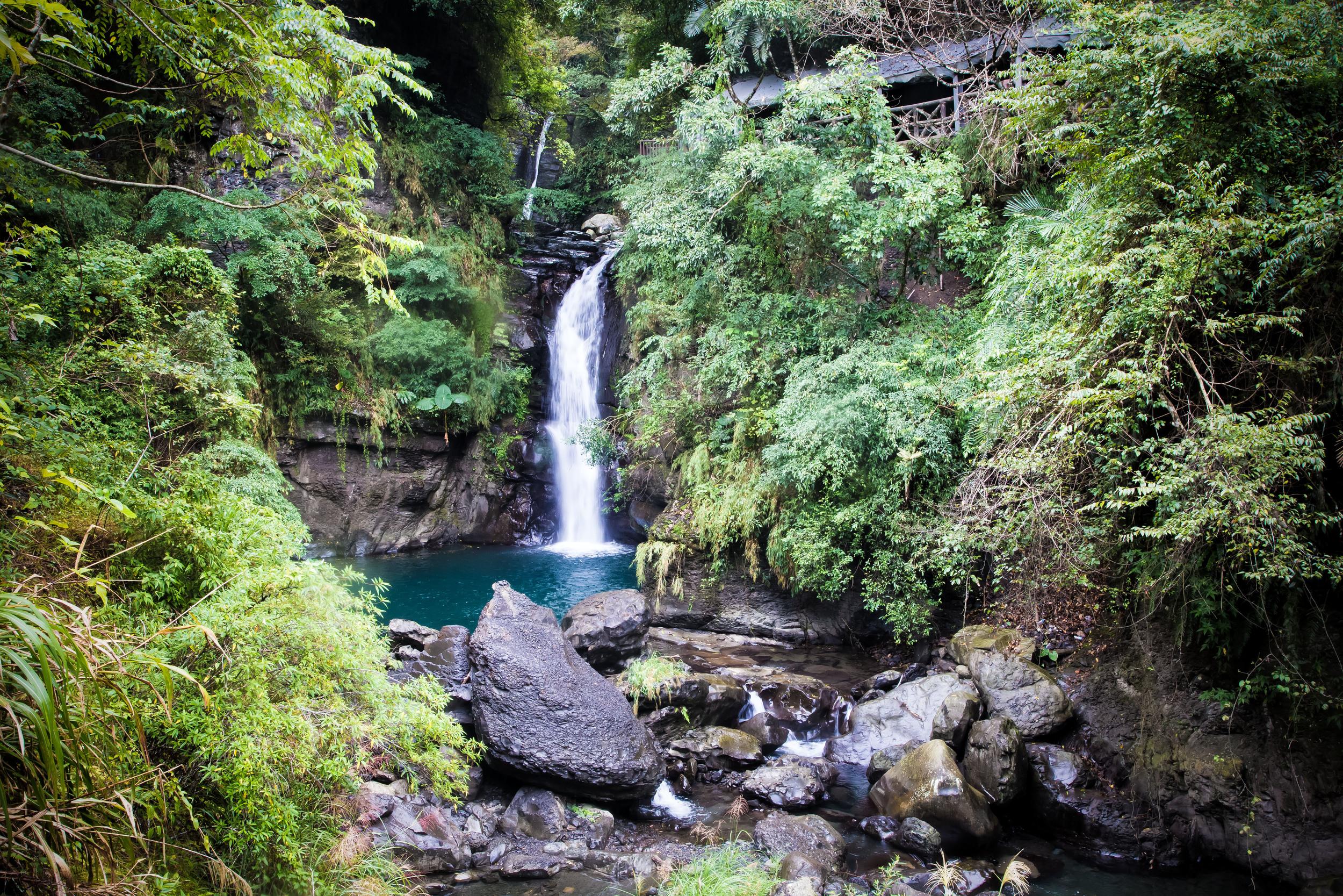 - Dragon Pheonix Waterfall (龍鳳瀑布)