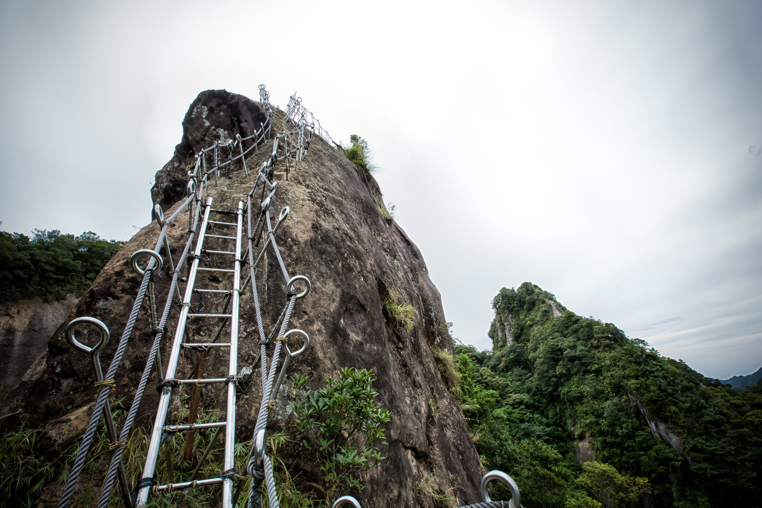 The stairs to the top of Xiaozi Mountain (孝子山)