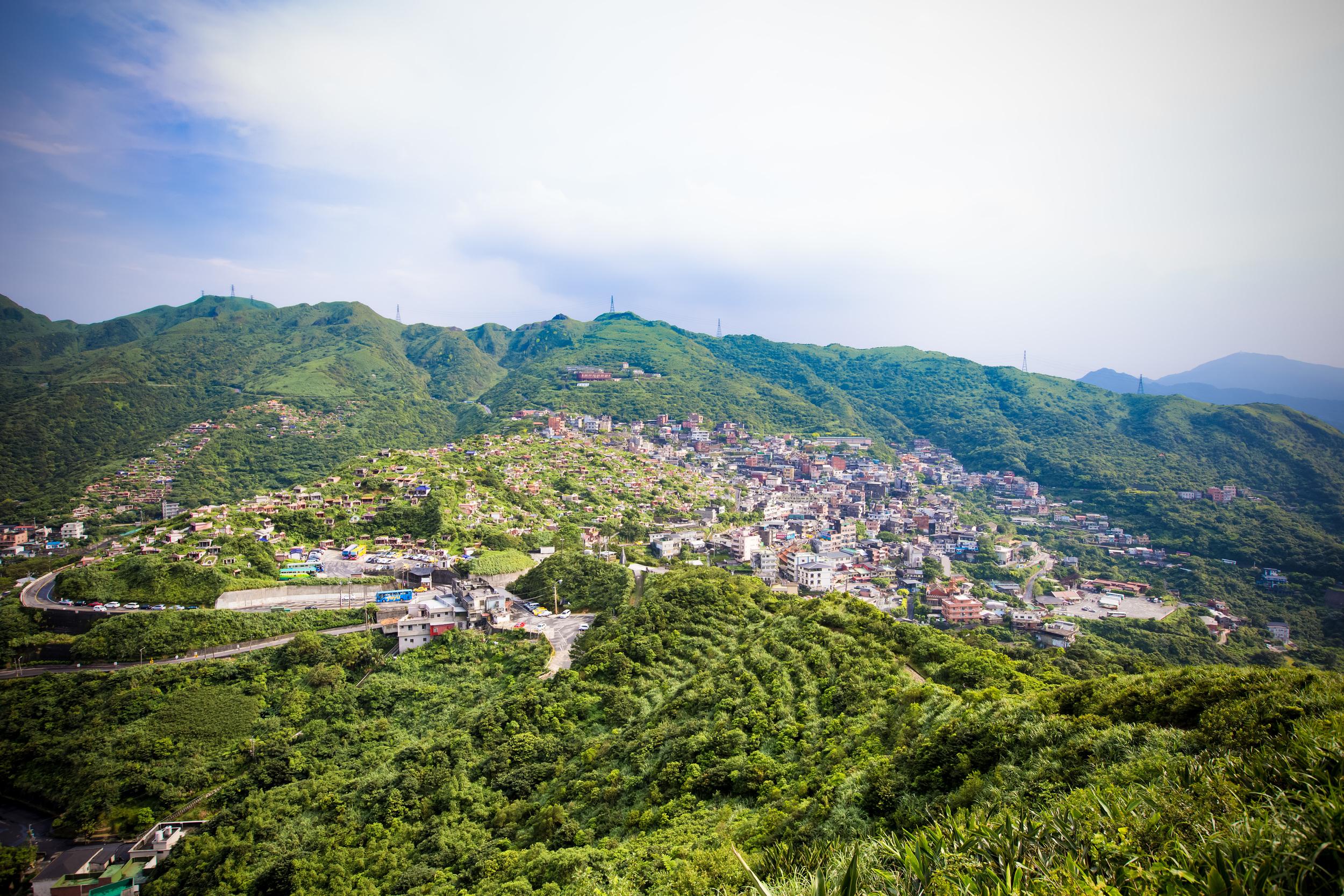 Jiufen from the hiking path on Jilong Mountain (雞籠山)