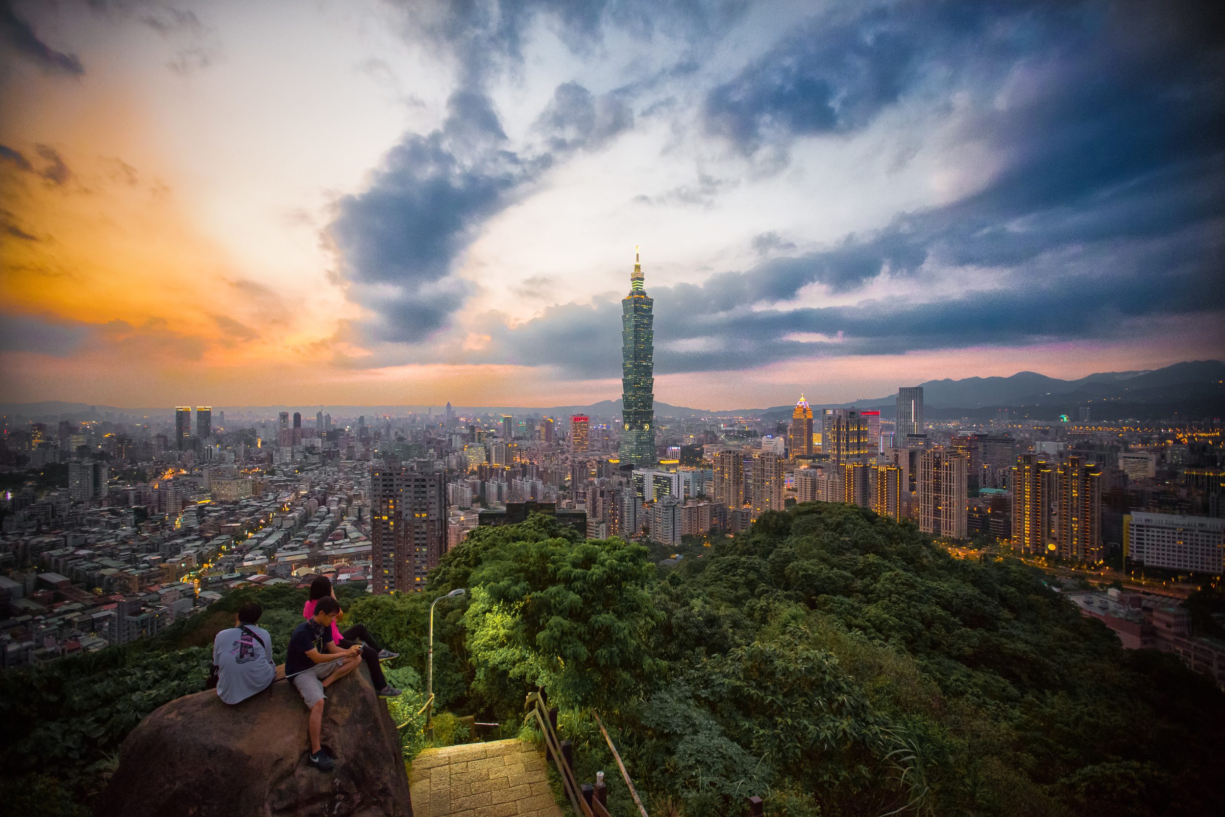 One of the popular photo spots on Elephant Mountain (象山)