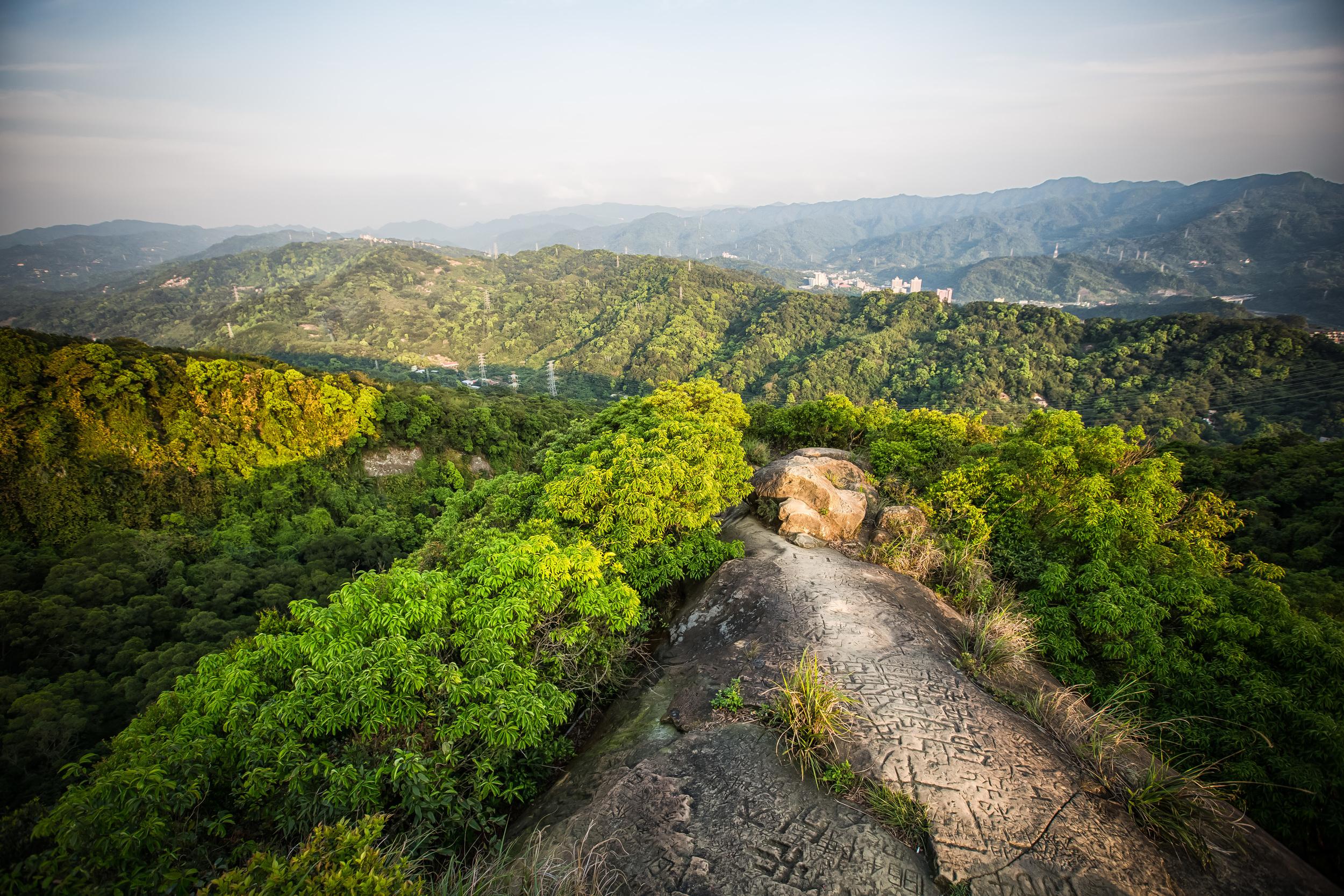 The peak of Thumb Mountain (拇指山)