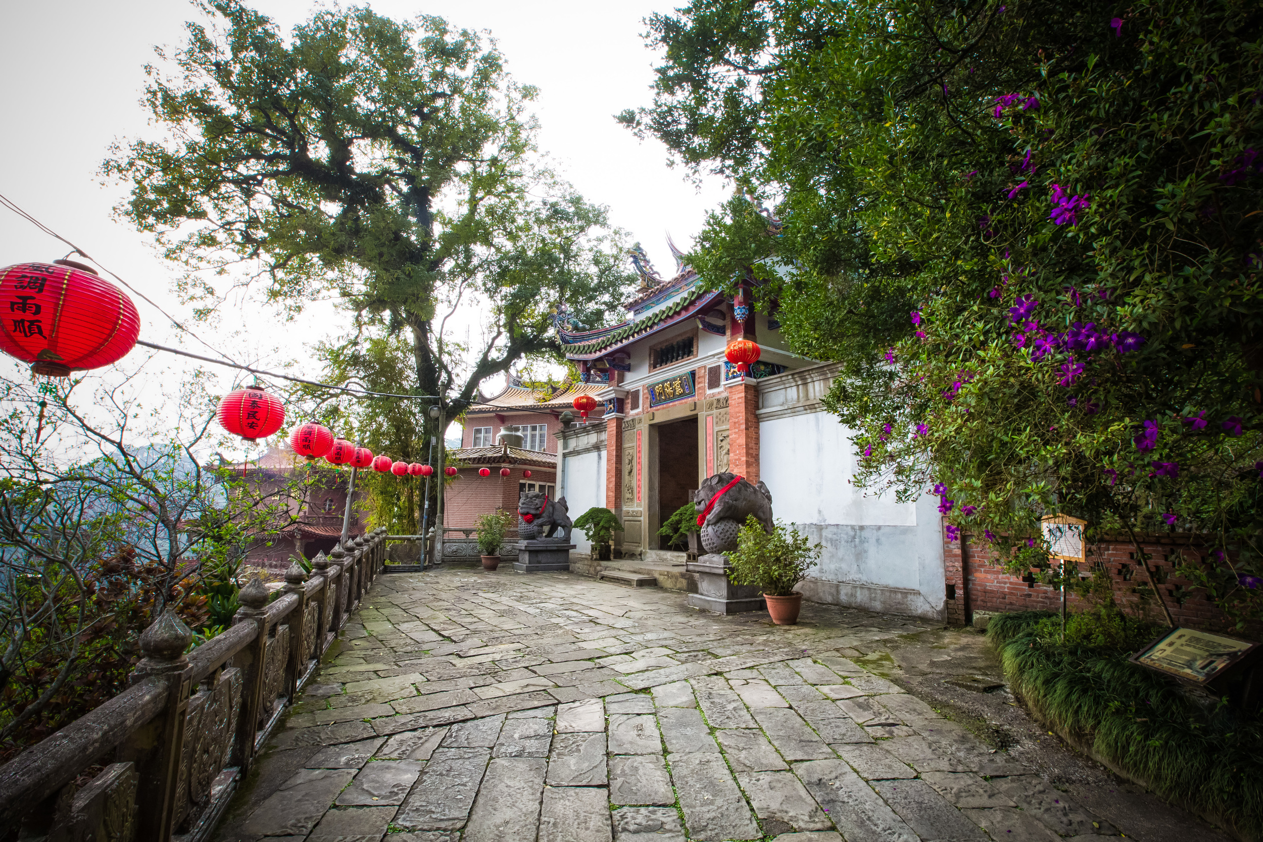 The gate to Fu Tian Temple