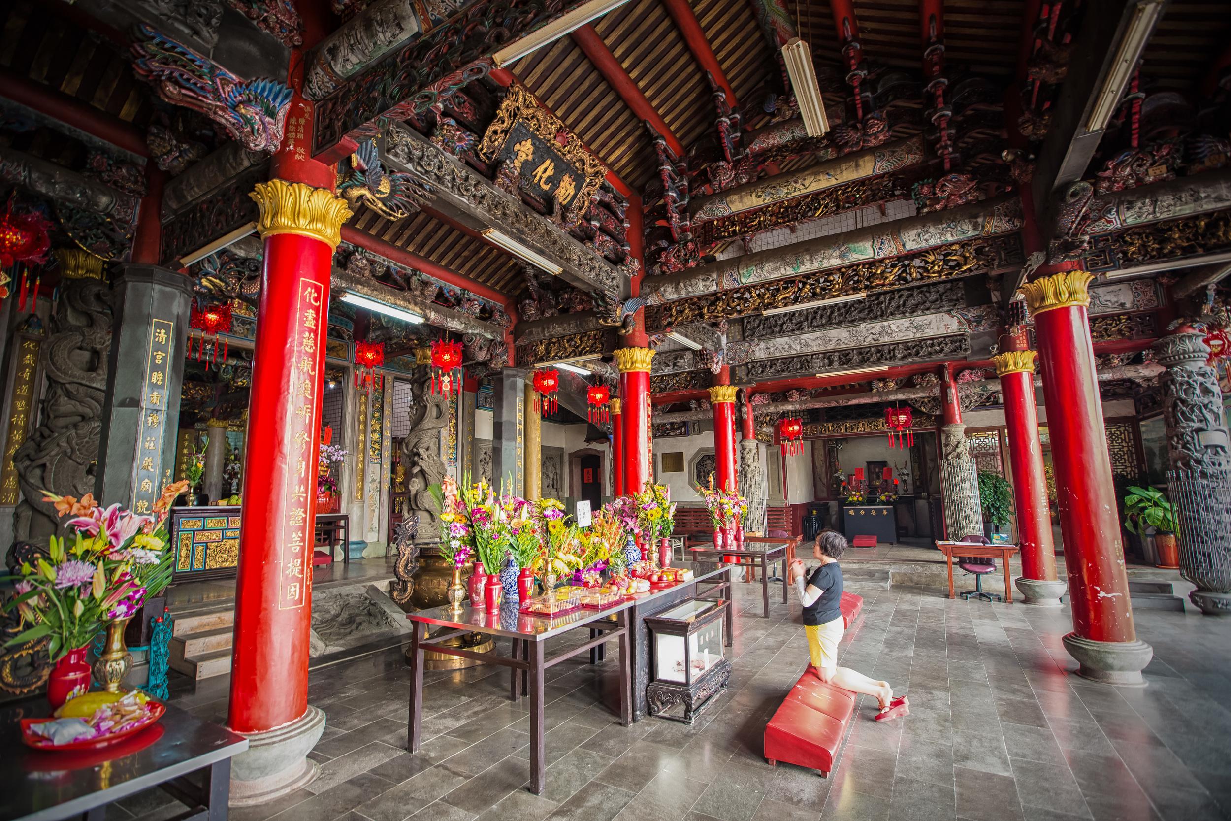 Praying at Quan-Hua Temple