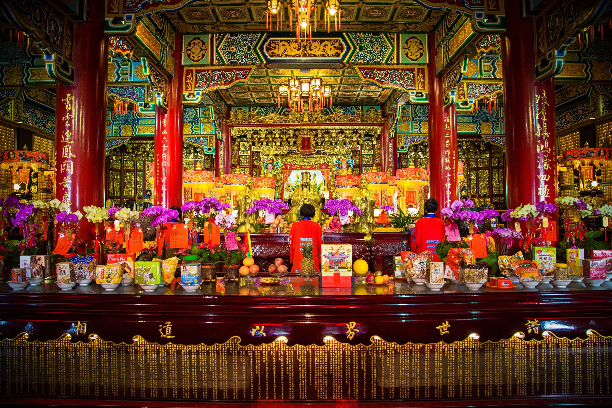 Praying to the statue of Lu Dongbin (呂洞賓)