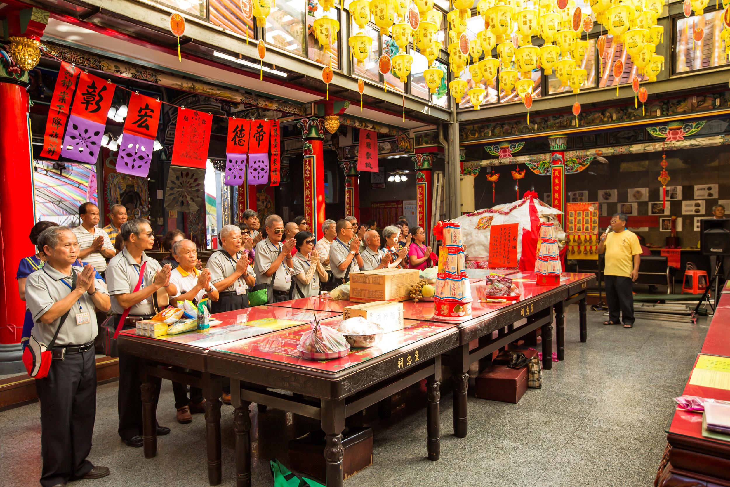 Hakka's from out of town paying respect to Yimin Yeh (義民爺)