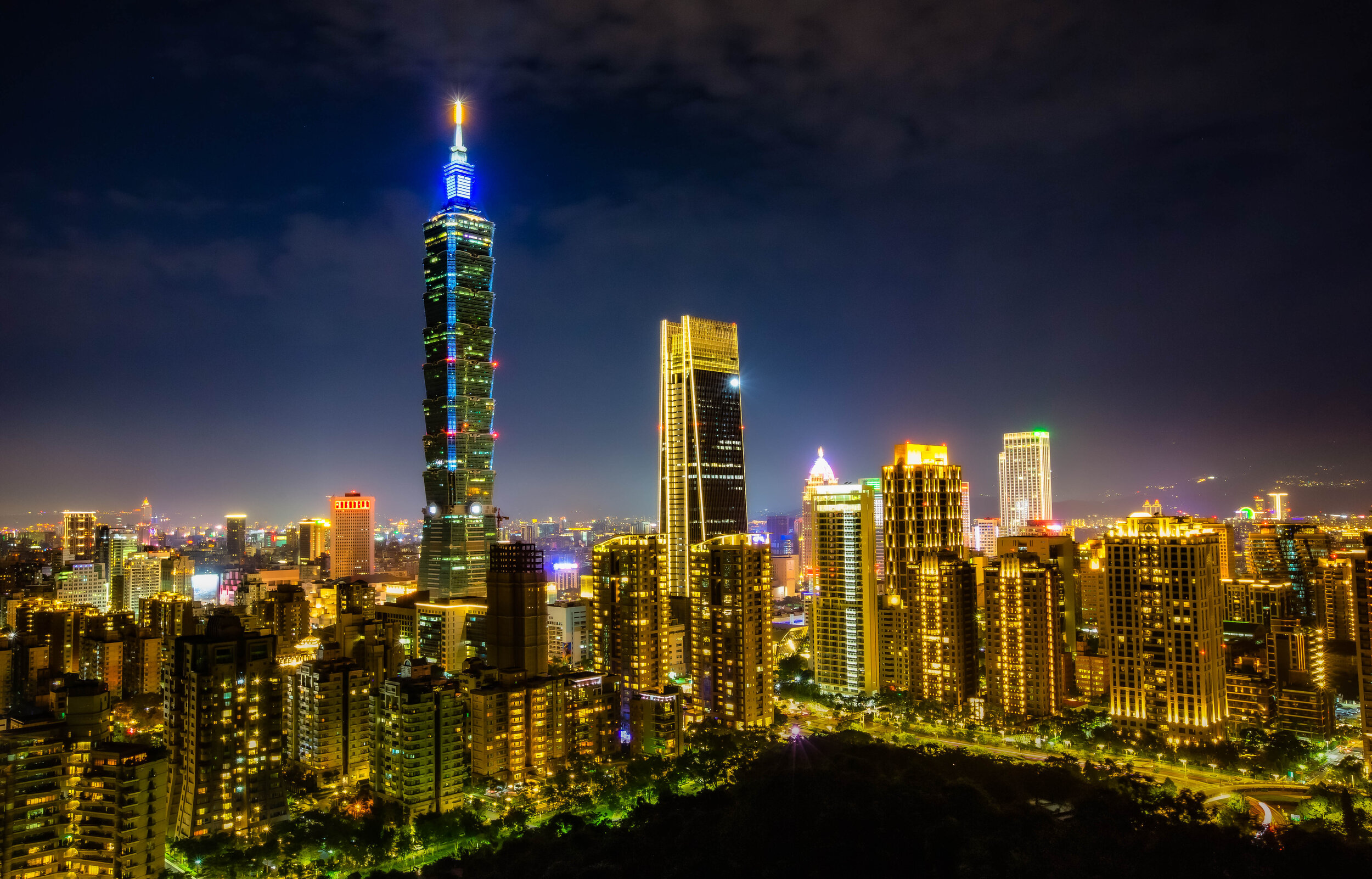 Night view of the Taipei cityscape from Elephant Mountain.