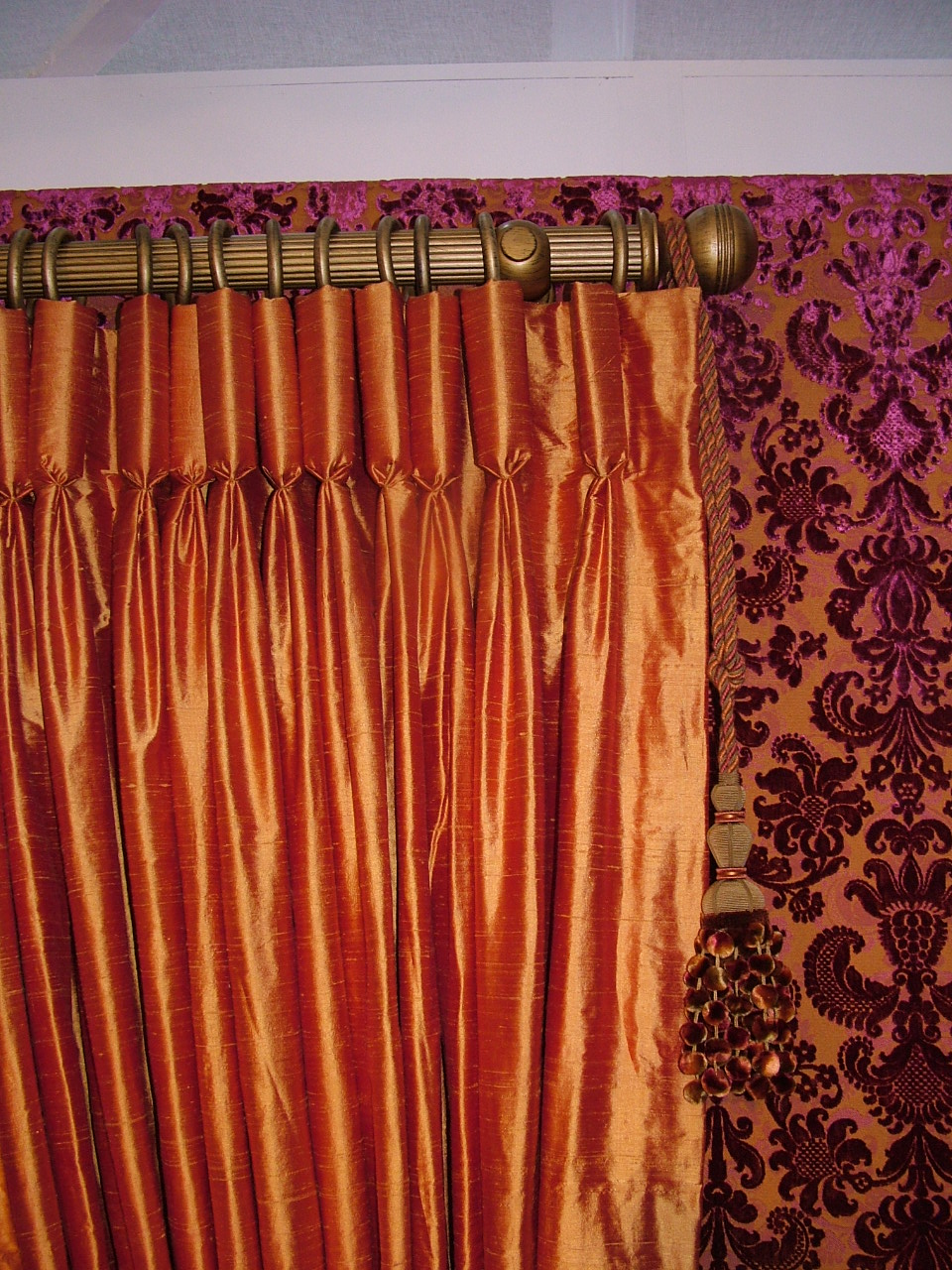 Goblet pleats heading curtain hangfrom  decorative pole