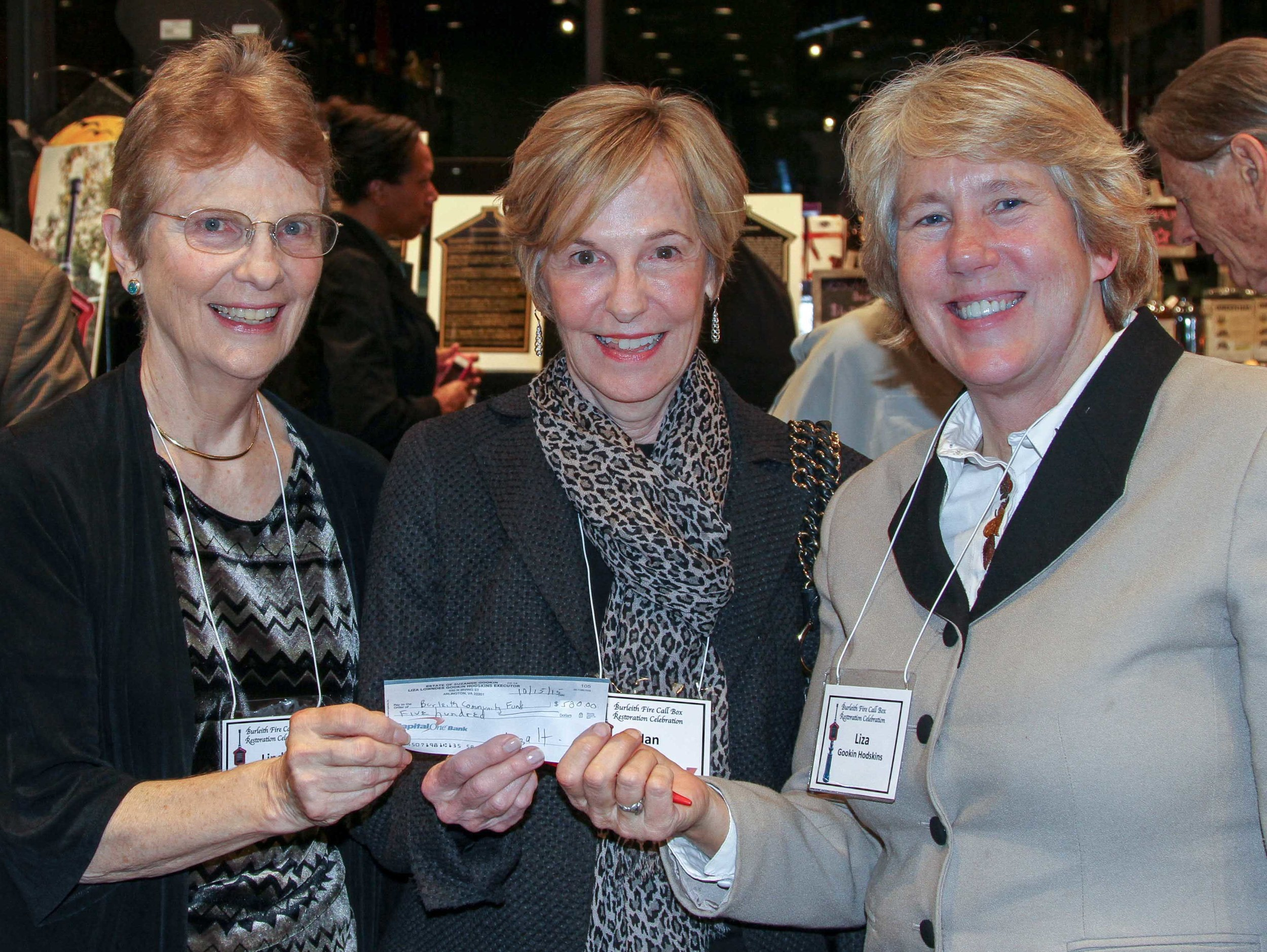 Liza gookin hodskins (right) presents the last of the needed restoration funds to Linda brooks and nan bell in honor of her parents. photo by alex frederick.