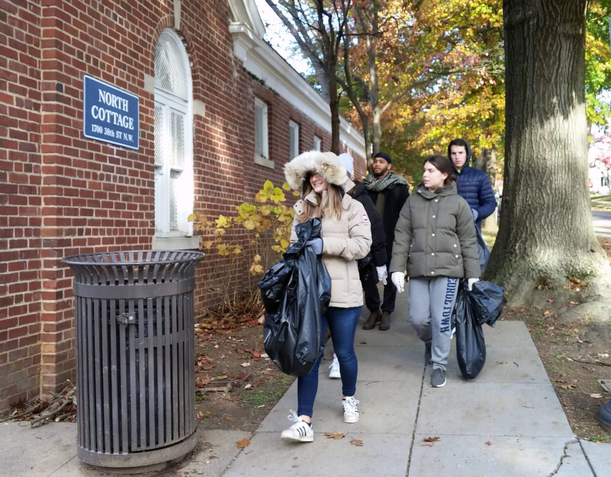 Georgetown University students showed up in force with over 20 volunteers. Thank you, GU!