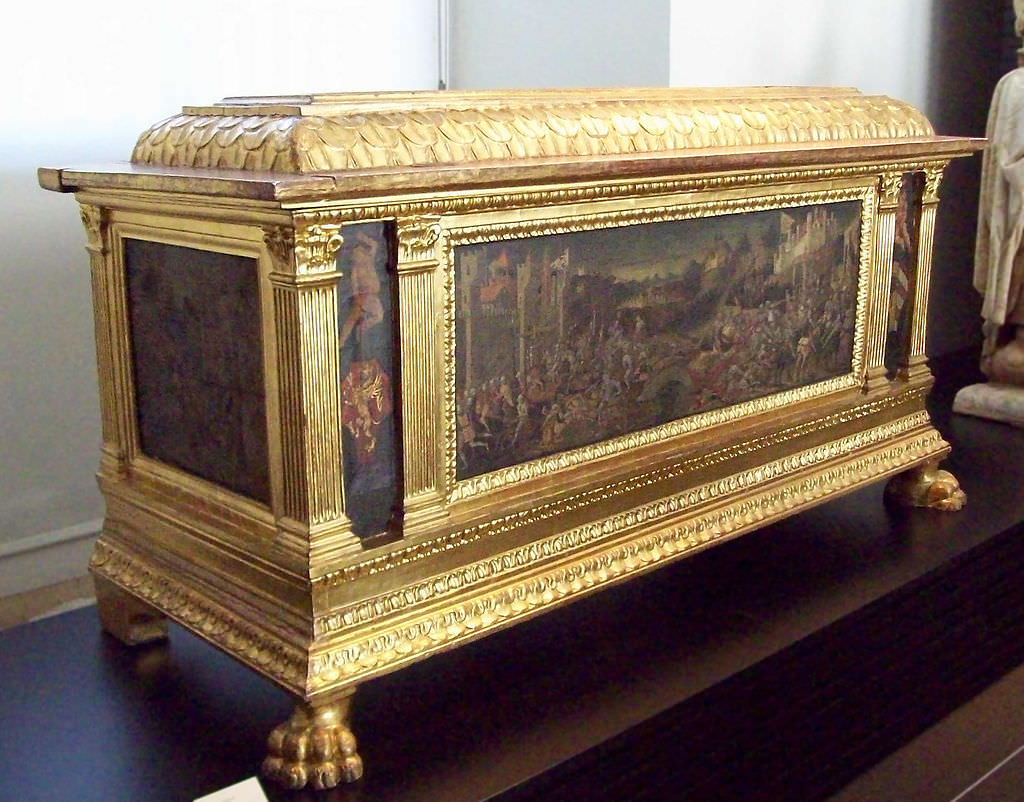 Renaissance Glory Box. My mother's was simpler and more elegant. Pic by  Luis Garcia