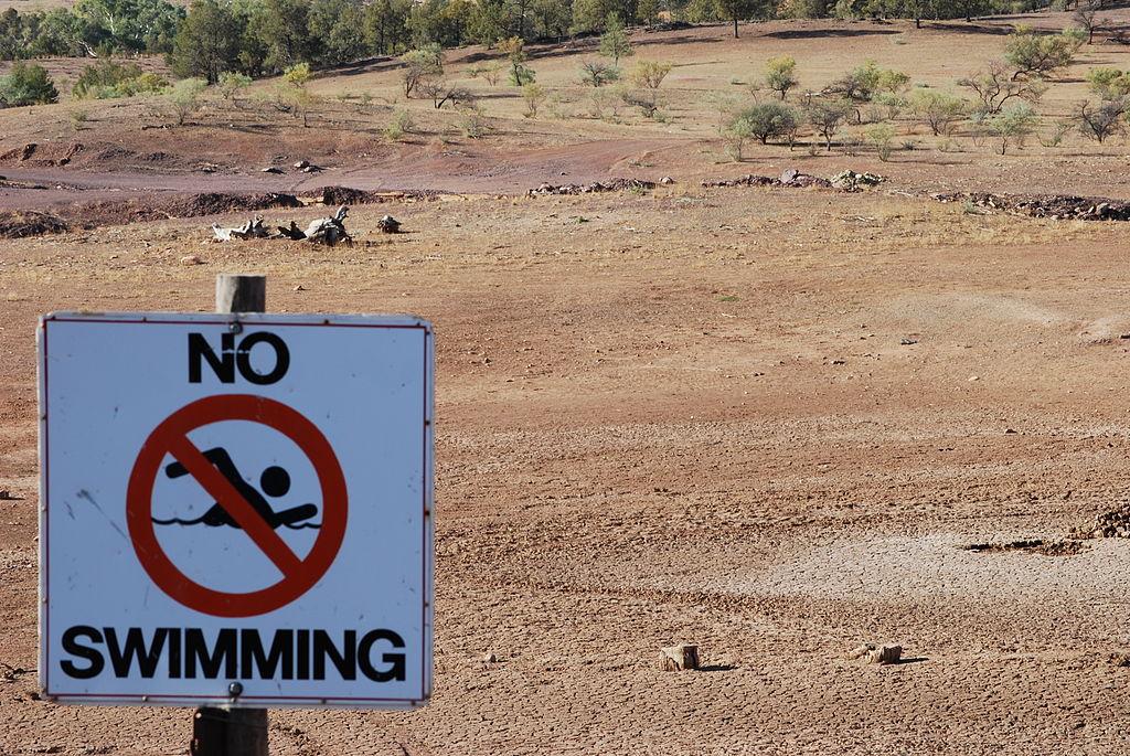 Former waterhole in drought-stricken Australia. Photo by  Peripitus  2018.