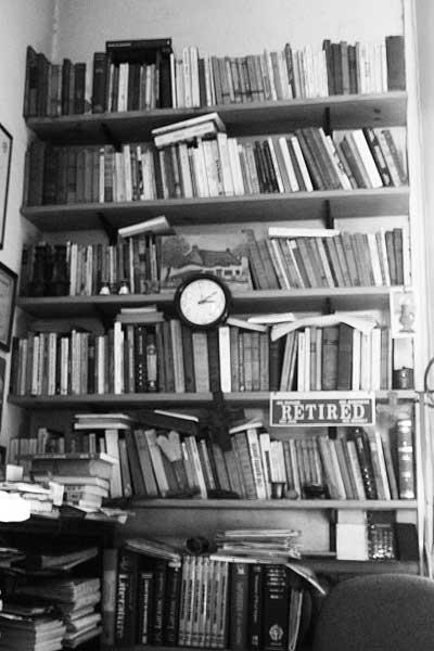 Biblioteca en el escritorio de Turdera