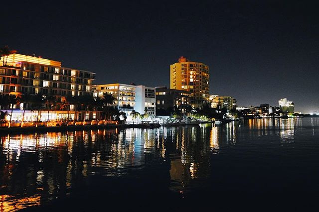 Una orilla. . . . . . #reflection #water #night #twilight #lights