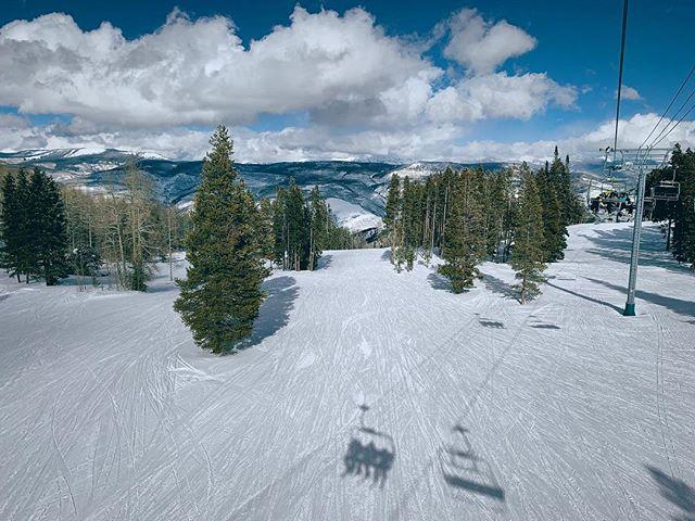 Selfie de sombras. . . . . . #snow #ski #winter #wintersports #chairlift #beavercreek