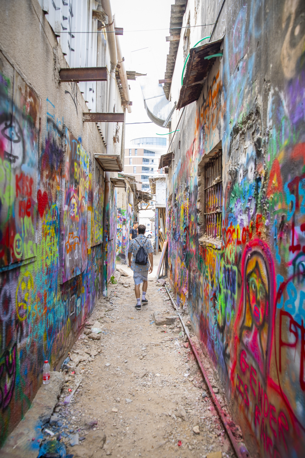 Niro Trip ( @nirotrip )leads a graffiti tour through the streets and allies of Tel Aviv. Going along with the whole modern revolution in Israel, the creative art scenes have also been thriving in the country.