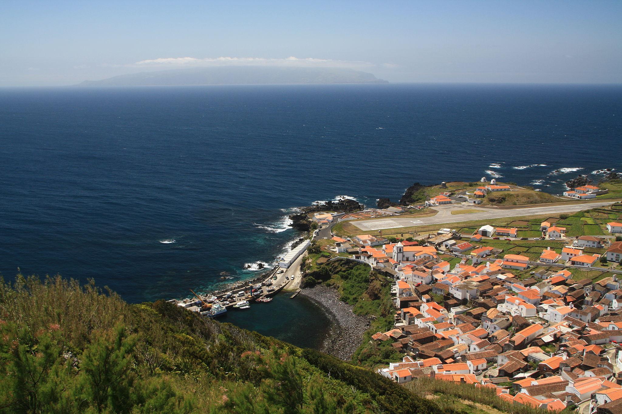 Vila Nova do Corvo - Foto by Dreizung (Own work) [Public domain], via Wikimedia Commons