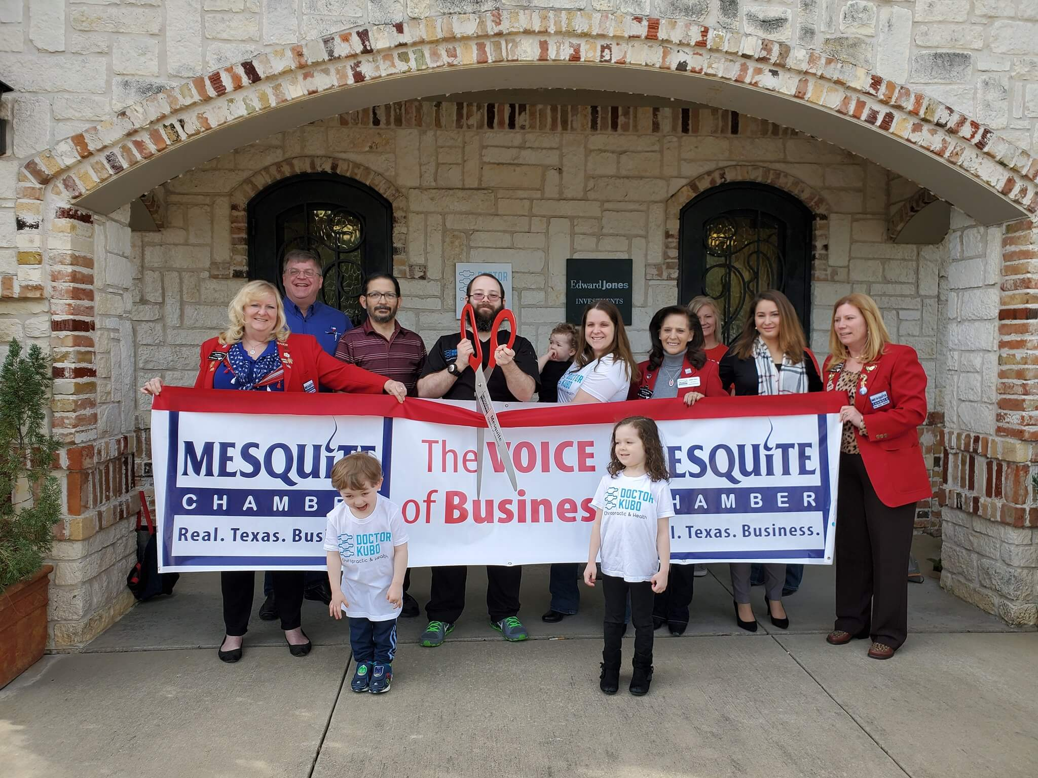 Doctor Kubo joined the Mesquite Chamber of Commerce and had the official ribbon cutting on March 22, 2019.