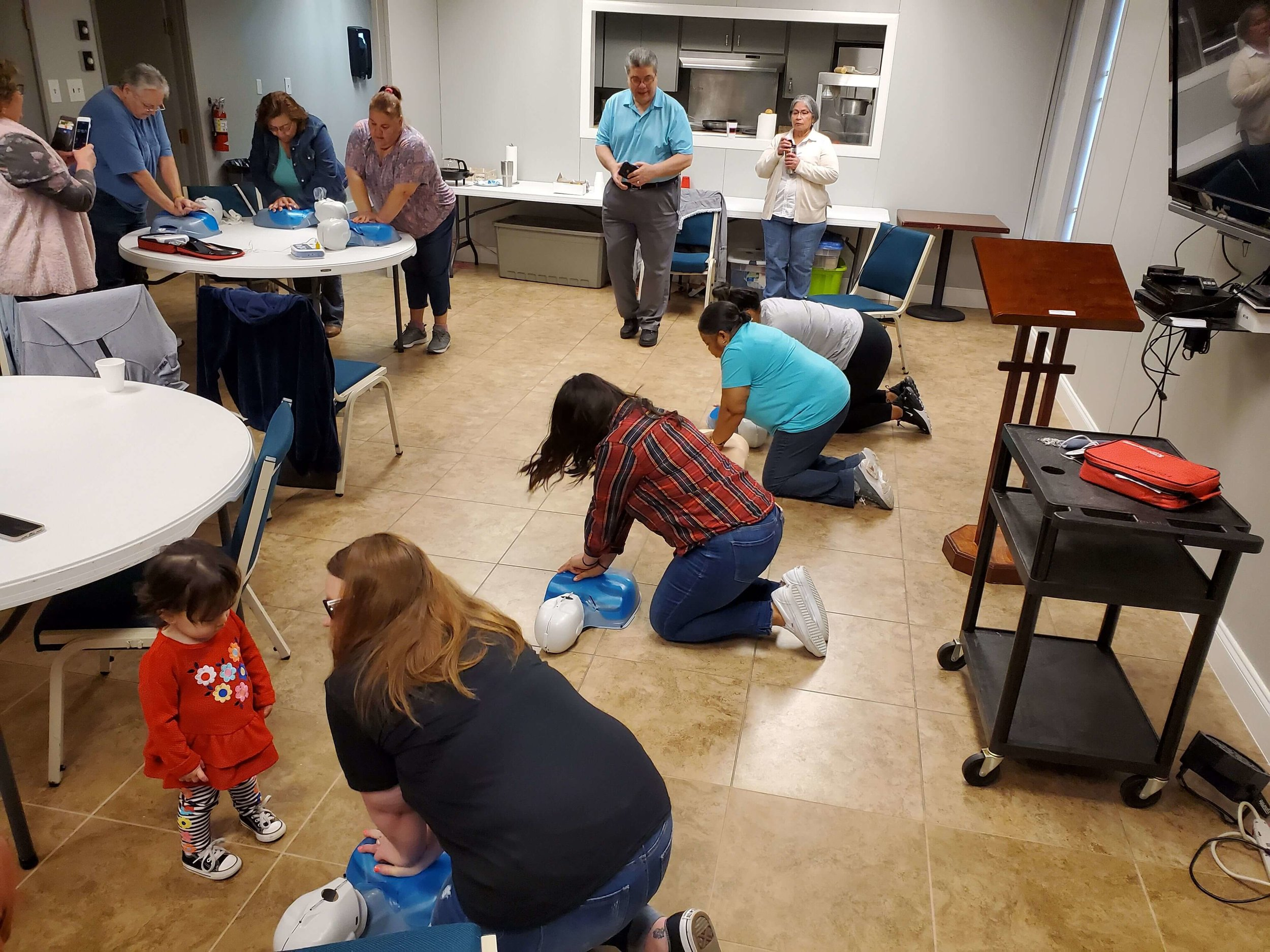Dr. Kubo is a board member for the Mesquite Heart Board. This is a non-profit organization that focuses on educating the community about all things heart health. On March 30, 2019, Dr Kubo assisted Lisa Fox (President of the Mesquite Heart Board) teach a local congregation hands only CPR.