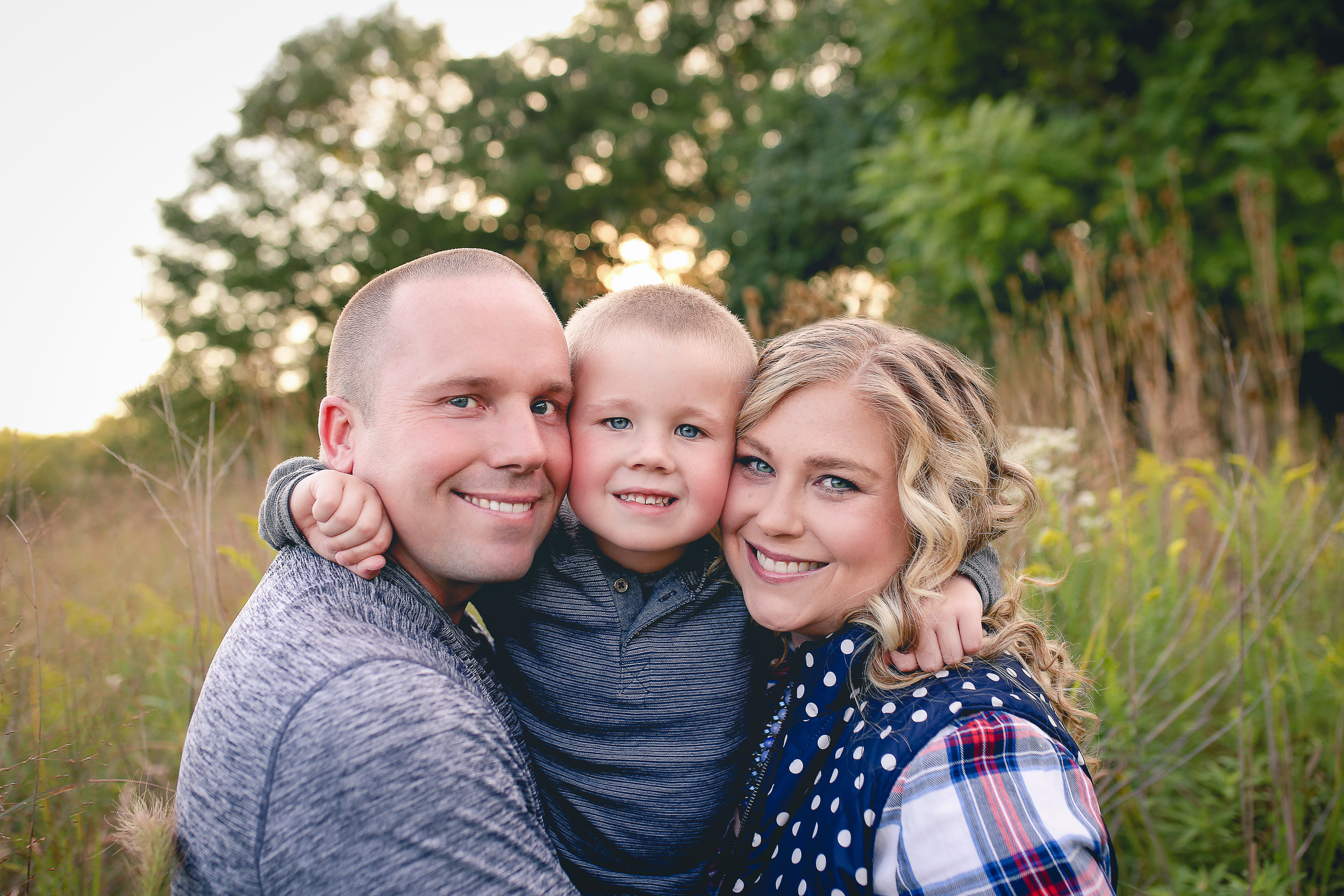 Aren't they just the most adorable family?! And can we talk a little about how well Chelsea did dressing everyone? I love how she mixed patterns-I'm horrible at dressing myself so maybe I just need to keep her on speed dial! Oh, and this may just be my absolute favorite image of them. I mean, seriously?!