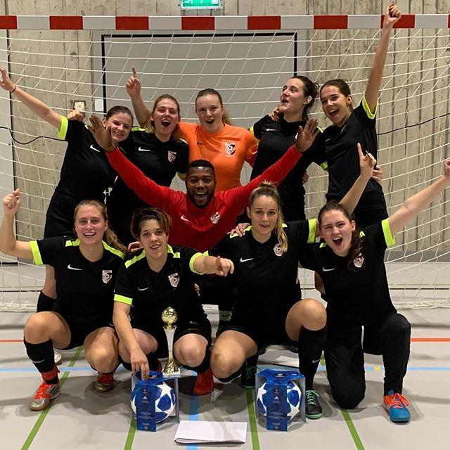 Herzliche Gratulation unserem Frauen 3. Liga Team zum Turniersieg am eigenen Hallenturnier! 👍😊 mit solch einem Abschluss lässt sich gut überwintern. ☃️❄️ #hallenfussball #ffcsuedostzuerich #ffcsuedostzuerich #frauenfussball #frauenfußball #womensoccer #soccergirl #soccergirls #frauenamballbesseralsmanndenkt