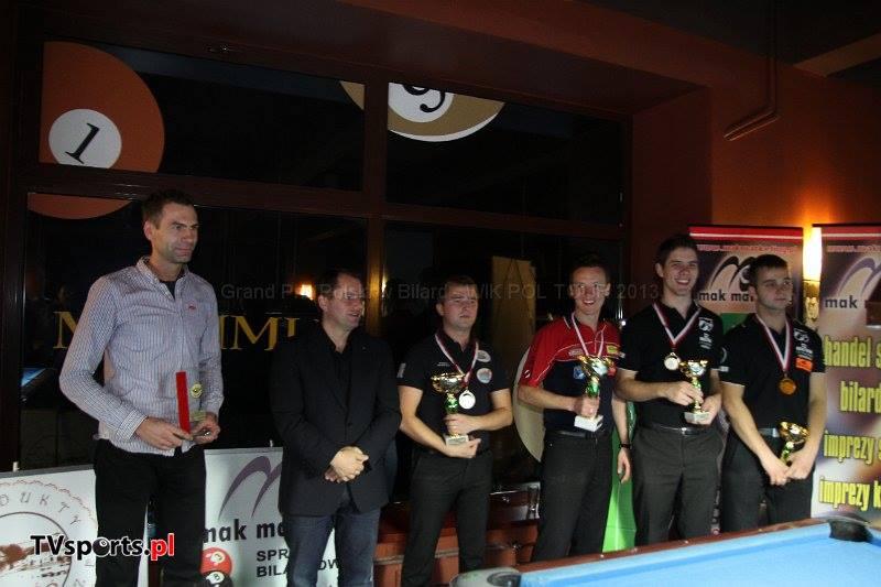 Podium Grand Prix Polski Pol-Tour 2013. Od lewej: Bartosz Czapski - szef klubu Maximus, Grzegorz Kędzierski - prezes PZBil, Mariusz Skoneczny (2 miejsce), Tomasz Kapłan (1 miejsce), Marek Kudlik i Konrad Piekarski (ex aequo 3 miejsce).