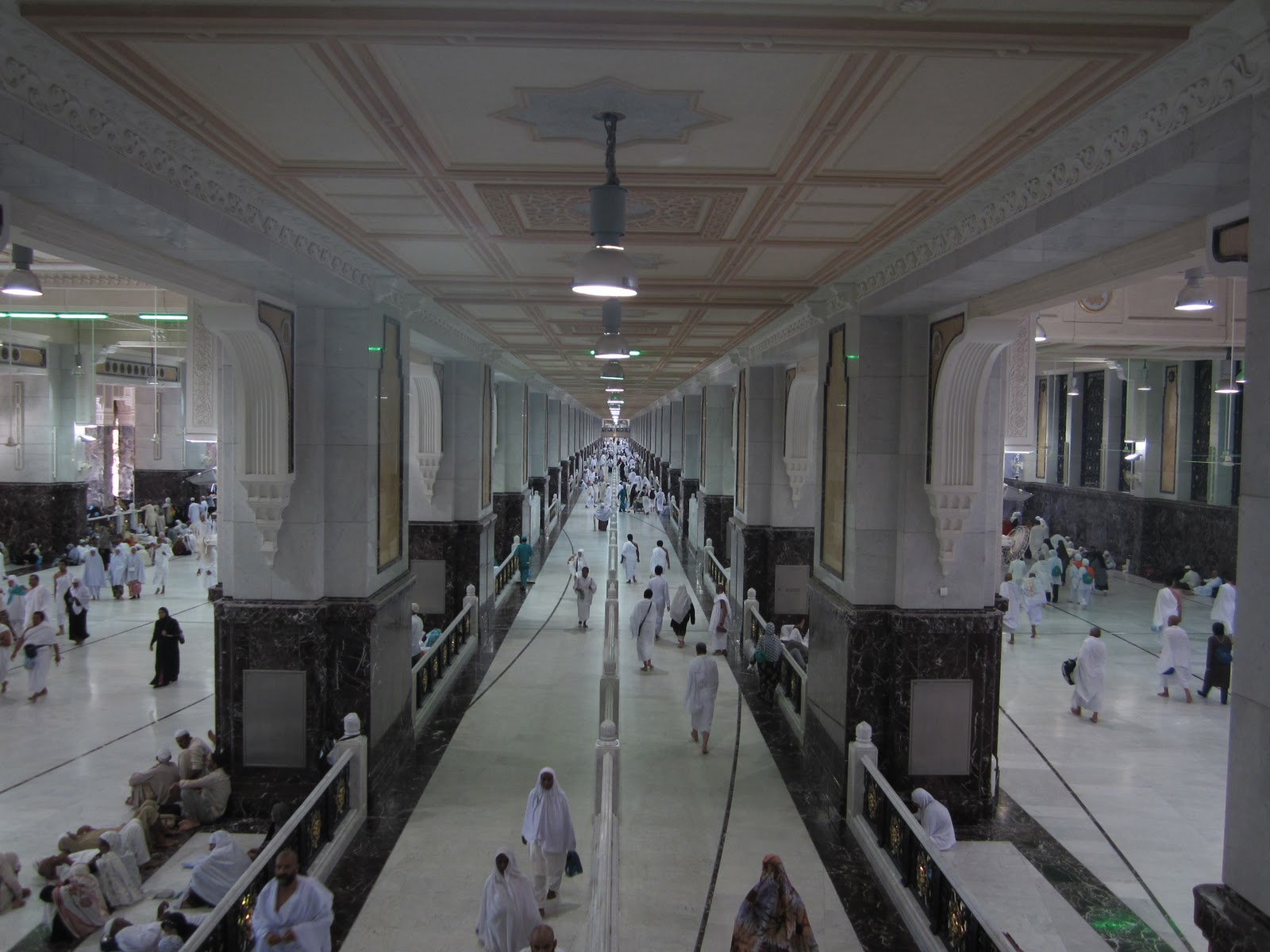 Walkway between Safa and Marwa - image from Masjid Al Haram Blog