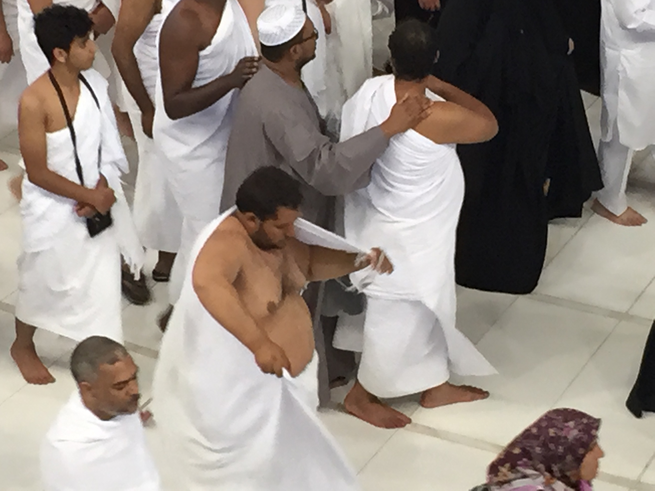 Men in Irham doing tawaf