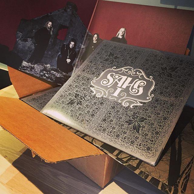 🔥E K S K L U S I V T 🔥 Bli en av de 10 første i verden som får kloa i Sahg I på dobbel LP!! Vi har endelig fått tak i et svært begrenset opplag (kun 10 eks). Vi selger (og signerer) de under konserten på @underlig_scene I KVELD! Førstemann til mølla — billettlenke i bio!! #underlig #vinyl #heavymetal