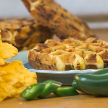 Spice up your #cincodemayo with our Jalapeño Cheddar liege waffle! 🇲🇽 #jalapeno #cheddar #cheese #spicy #waffles