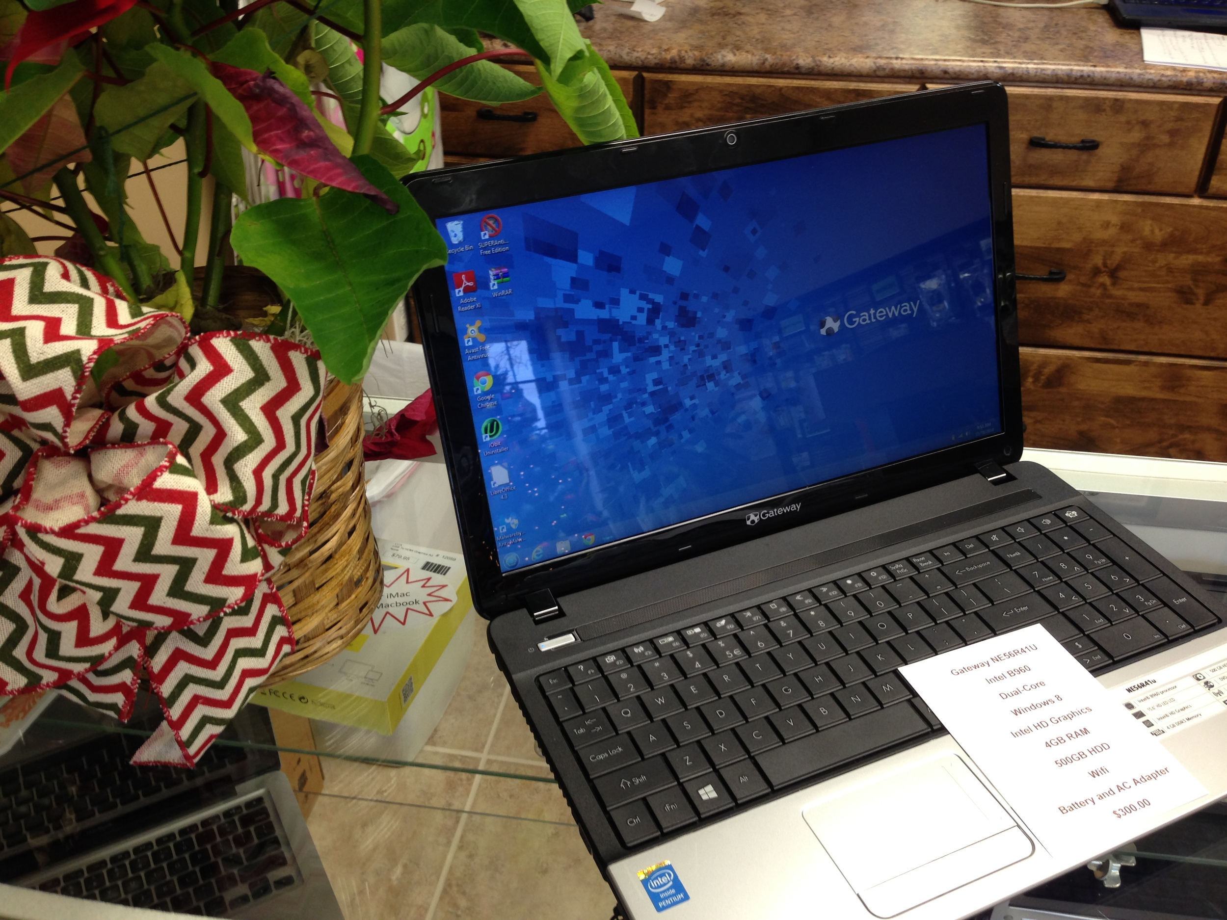 Gateway with Windows 8, 4GB RAM, 500GB Hard Drive, Battery & AC Adapter ...ONLY $300.00!